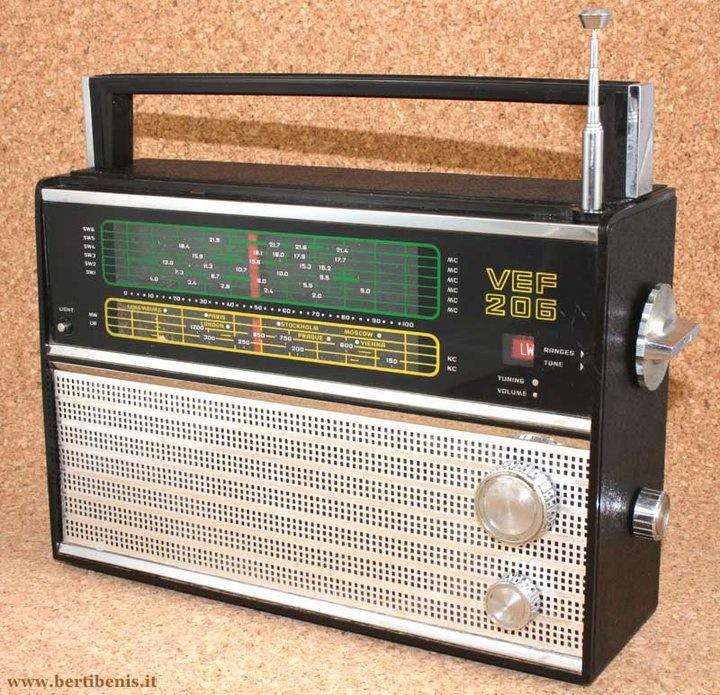Radio Vef 206. Imagen tomada de Facebook.