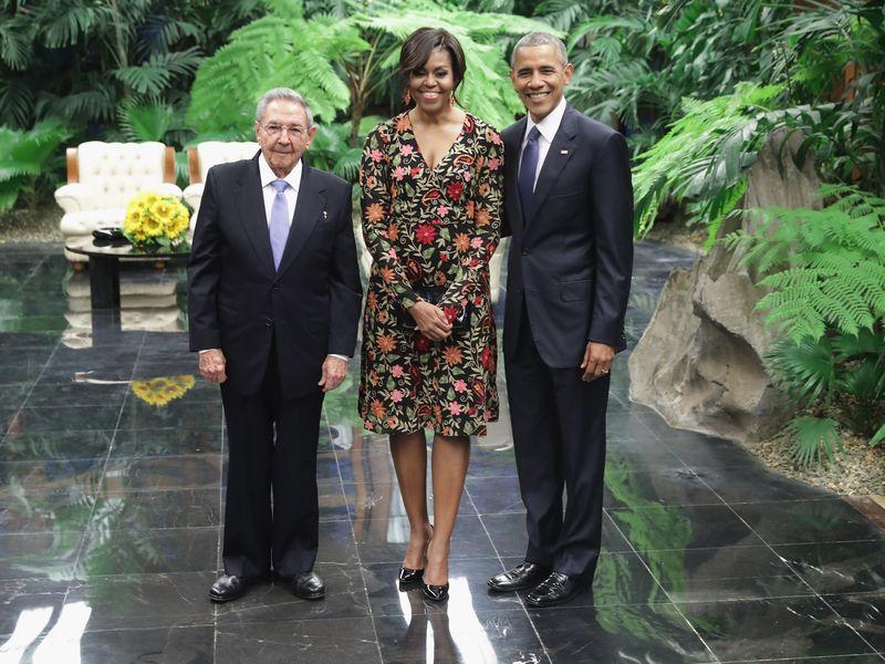 Foto de la cena de estado ofrecida por el presidente Raúl Castro al matrimonio Obama en el  Palacio de la Revolución. Imagen tomada de internet.