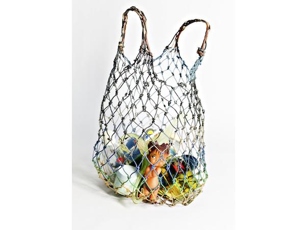 Bolsa o jaba de compras hecha con alambres eléctricos