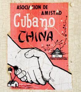 Calcomanía propagandística de la Asociación Cultural Cubano China