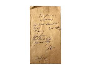 Sobre de papel cartucho con datos sobre la reparación de relojes
