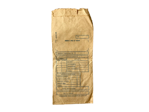 Sobre de papel cartucho con formulario oficial sobre salario devengado