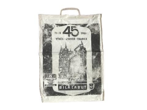 Bolsa de nylon de una tienda por departamentos de Praga
